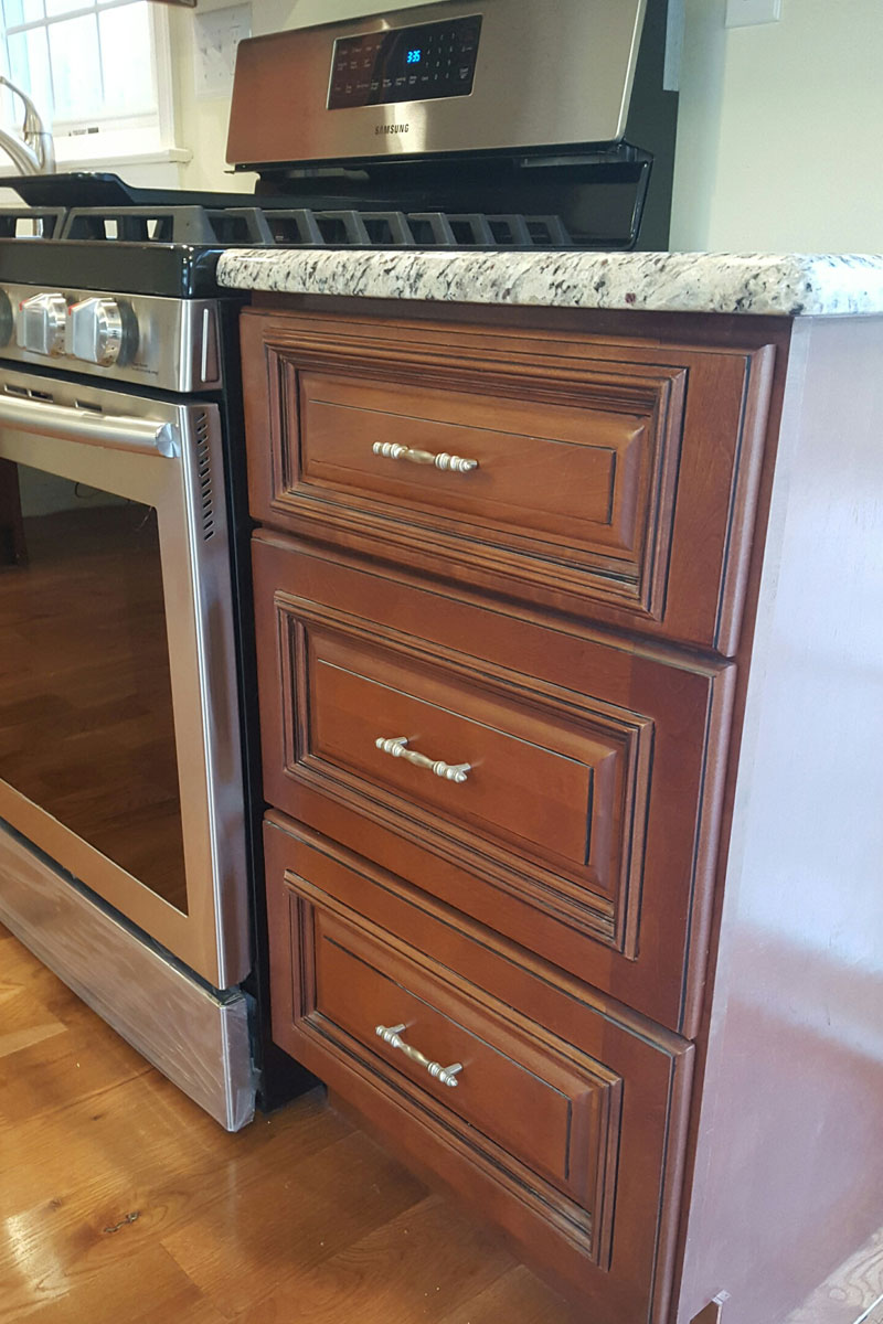 Cabinet warehouse kitchen cabinets surplus warehouse for Cabinet refacing price range